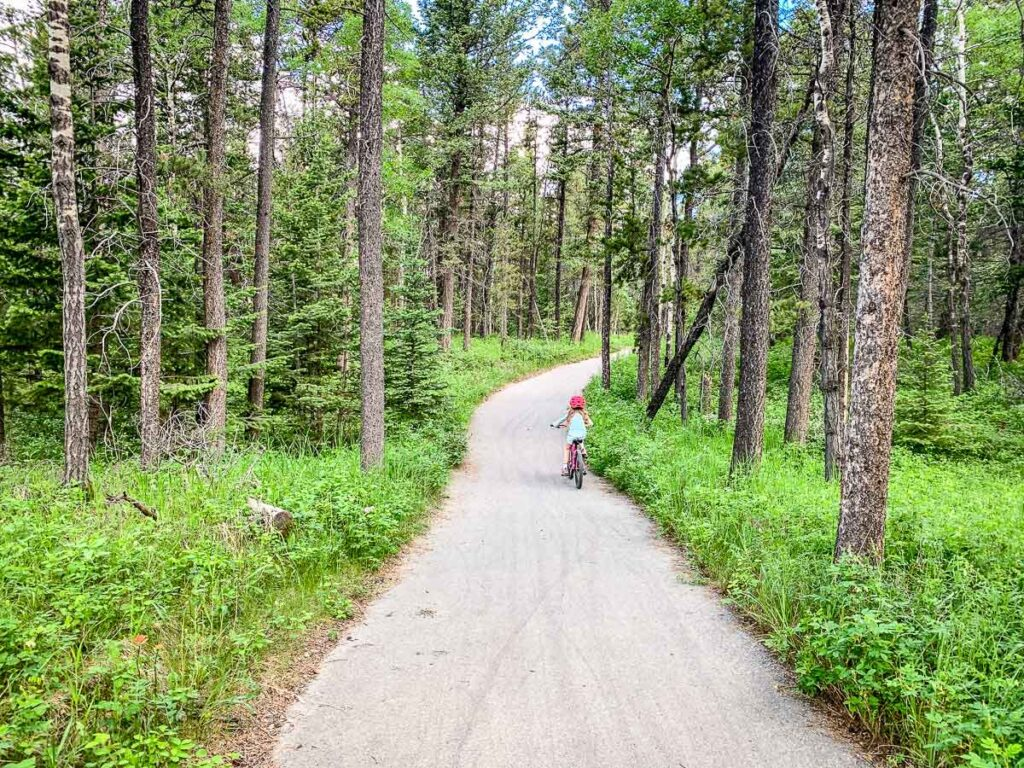 The Bow Valley Provincial Park has a kid-friendly bike ride near Camore