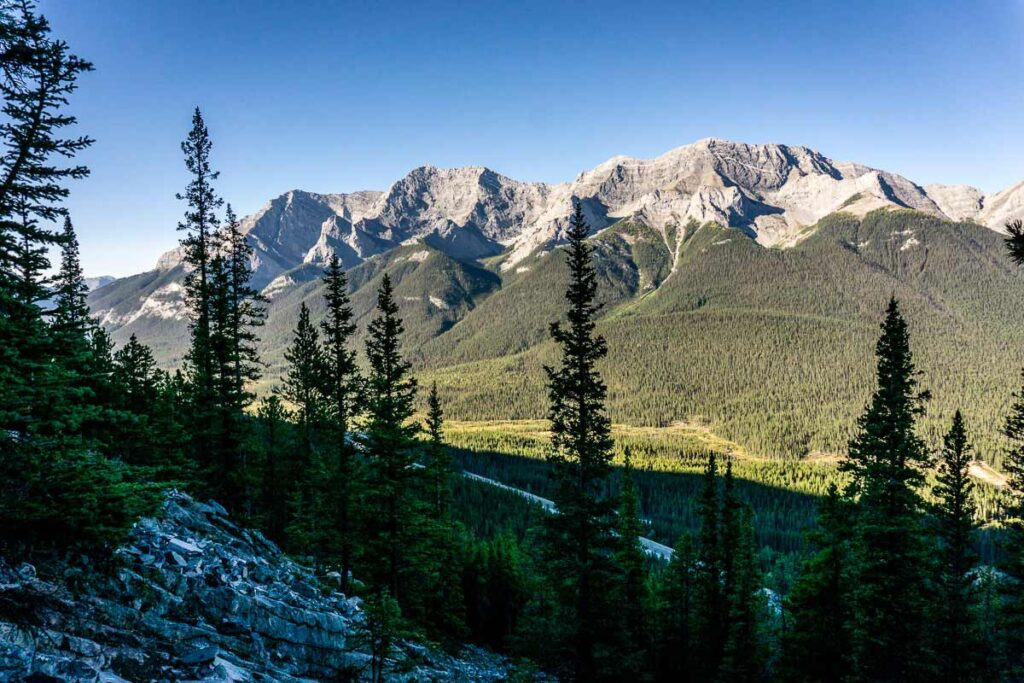 there are many great hikes near canmore alberta