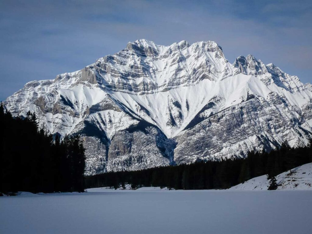 Johnson Lake snow covered - easy winter hikes banff