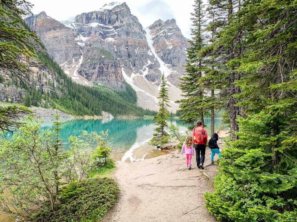 Are there any easy hikes in Moraine Lake?