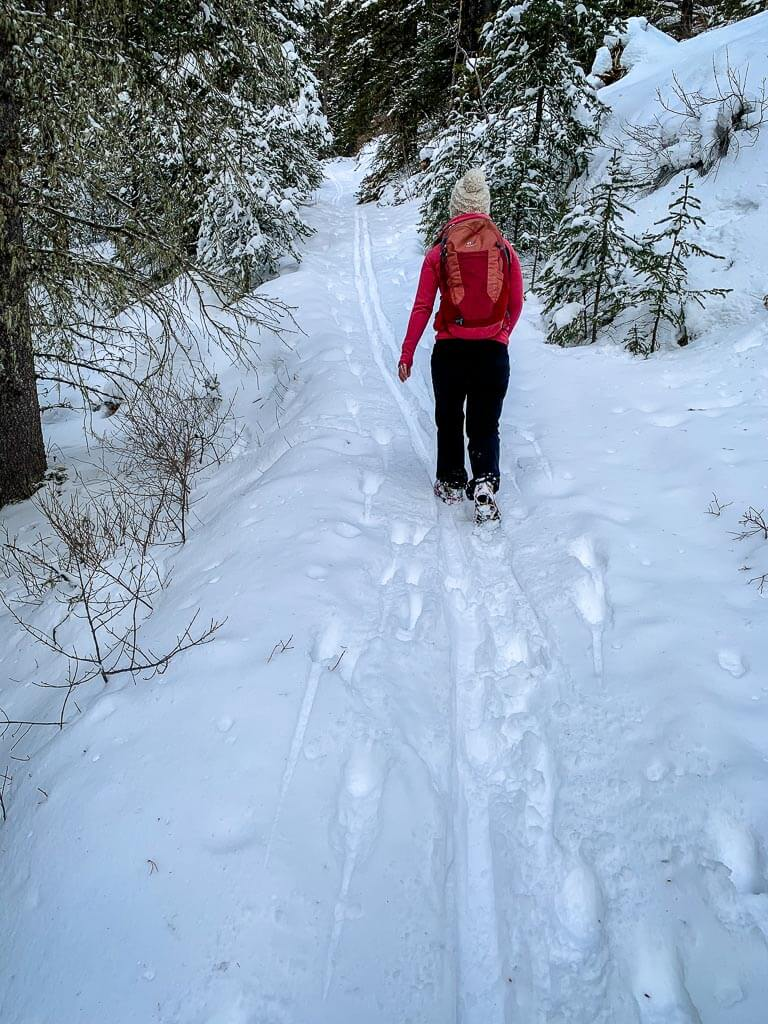 Looking for an outdoor workout in Banff? Try the Cascade Amphitheatre snowshoe trail