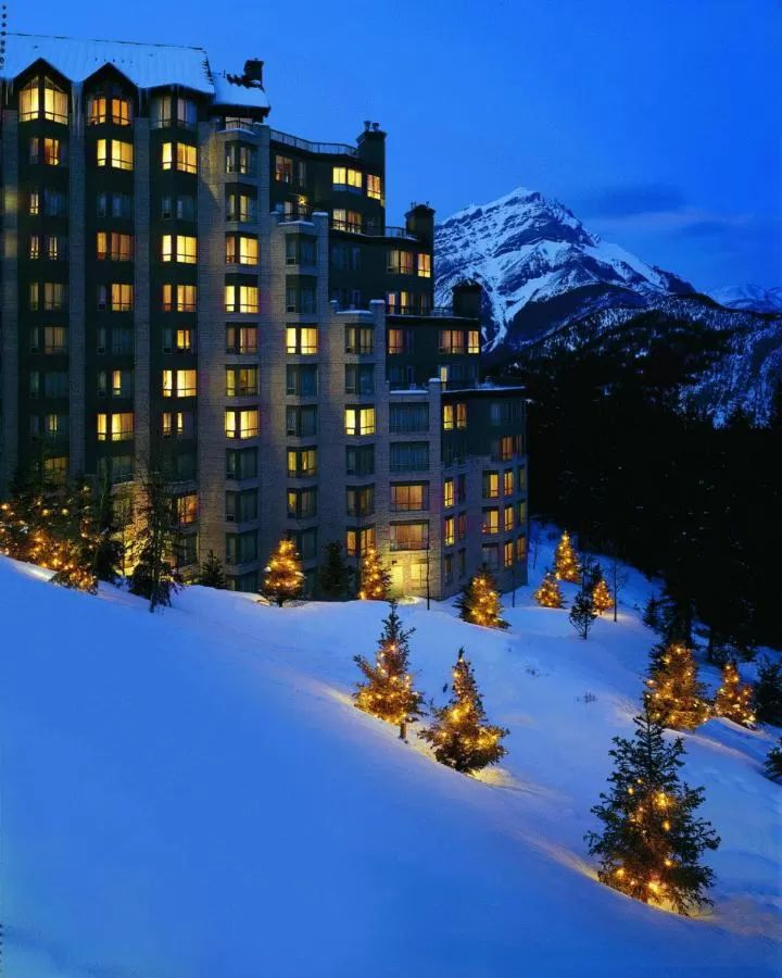 Family hotels in Banff - the Rimrock Hotel is the closest hotel to the Banff Hot Springs