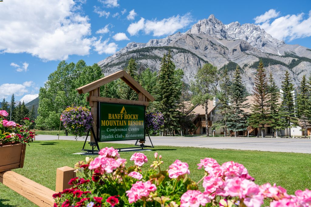 affordable hotel at banff alberta