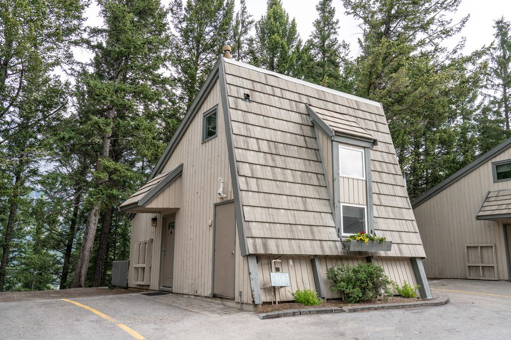 Tunnel Mountain Resort has kid-friendly cabins in Banff