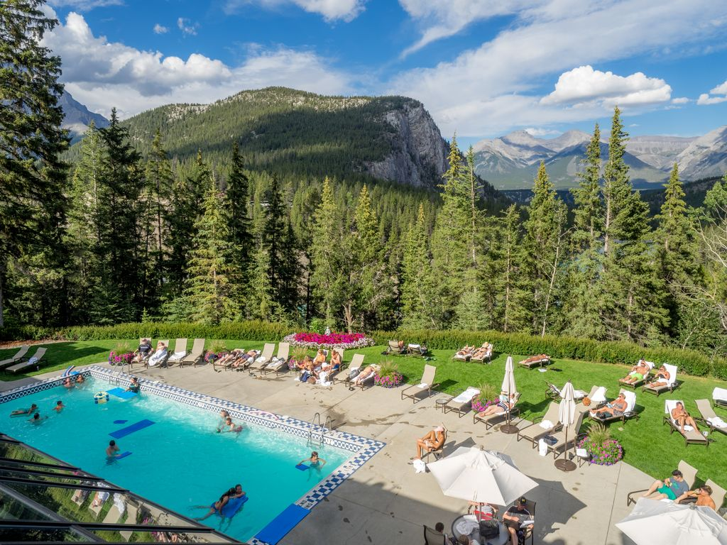 Kid friendly Banff Hotels with pools - Fairmont Banff Springs Hotel