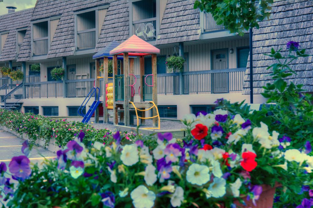 Banff hotels with a playground - Tunnel Mountain Resort