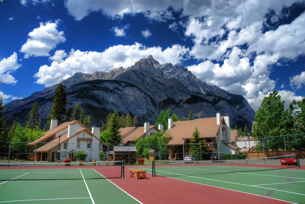 cheapest hotels in Banff Alberta with a tennis court