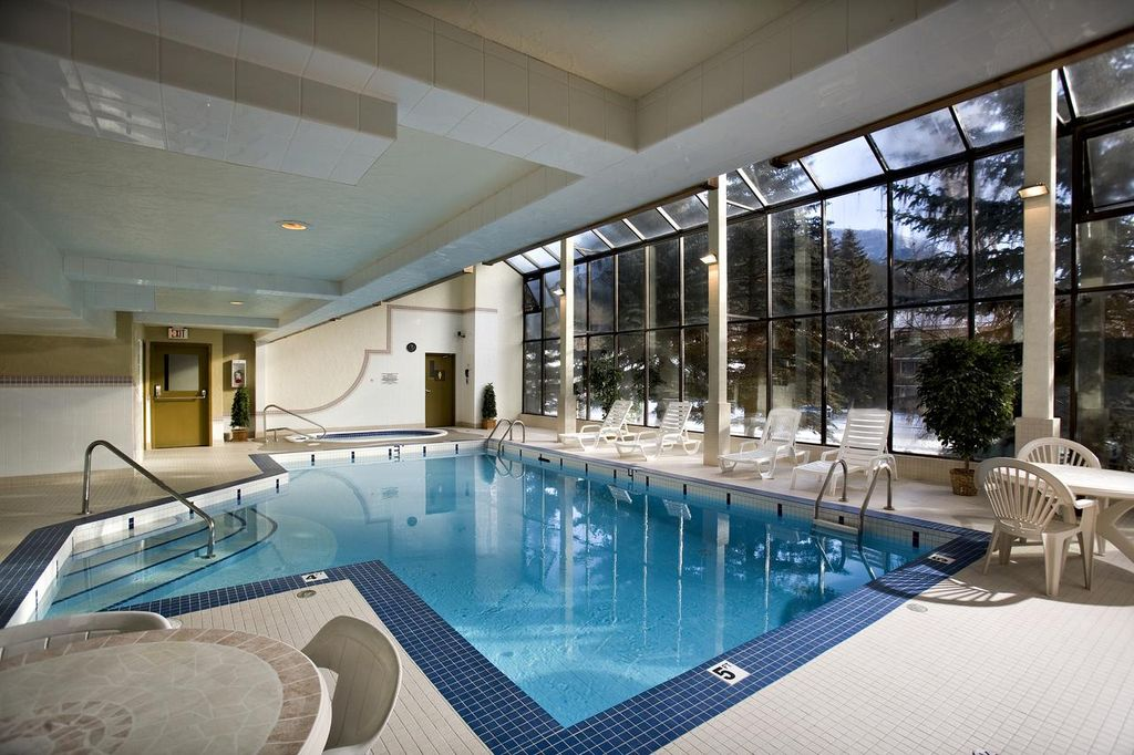 The High Country Inn is one of the cheapest hotels in Banff with a pool