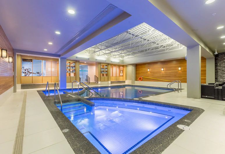 cheap Banff accommodations with a pool and hot tub - Banff Park Lodge