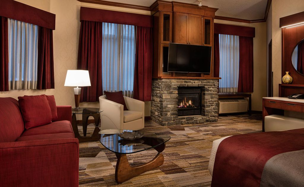 4 star Luxury Hotels in Banff - Executive King Suite at the Royal Canadian Lodge