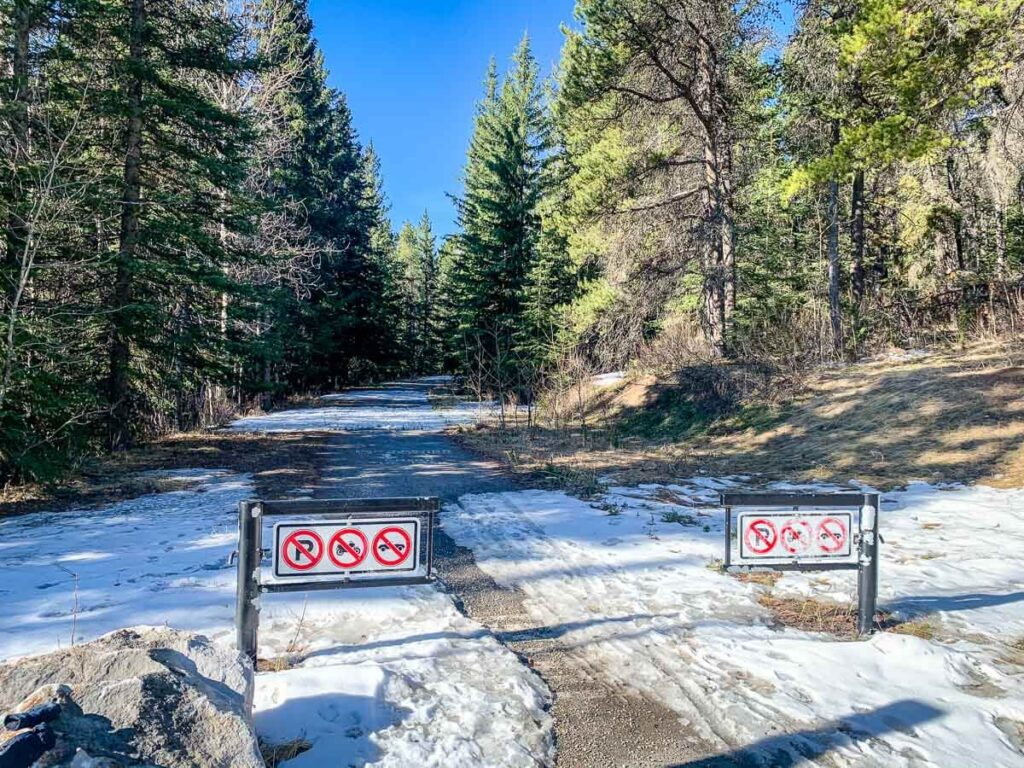 Entrance to Legacy Trail Connector from Vermilion Lakes Drive in Banff