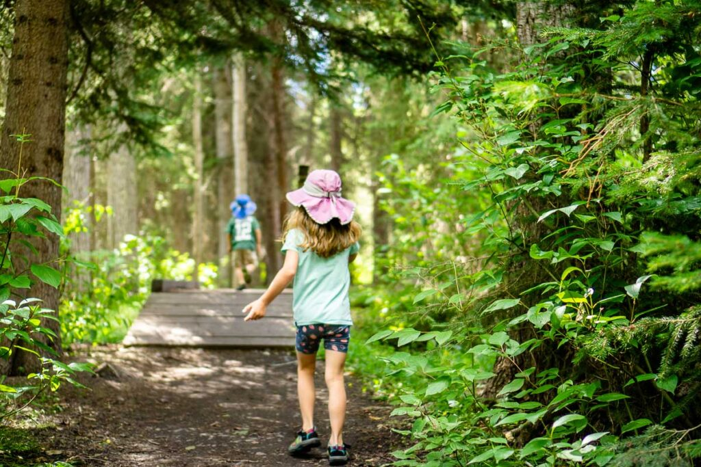 easy hike in Banff with kids - Fenland Loop trail