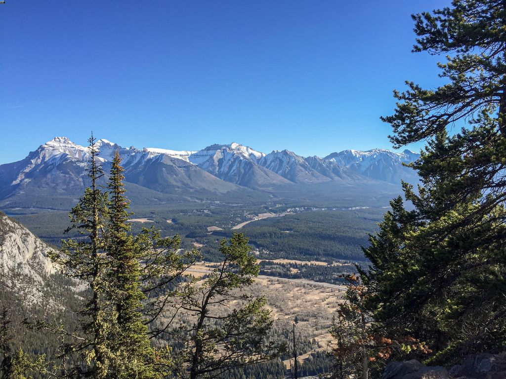 You'll find plenty of free parking at Banff's Mt Norquay - enjoy the Upper Stoney Lookout hike