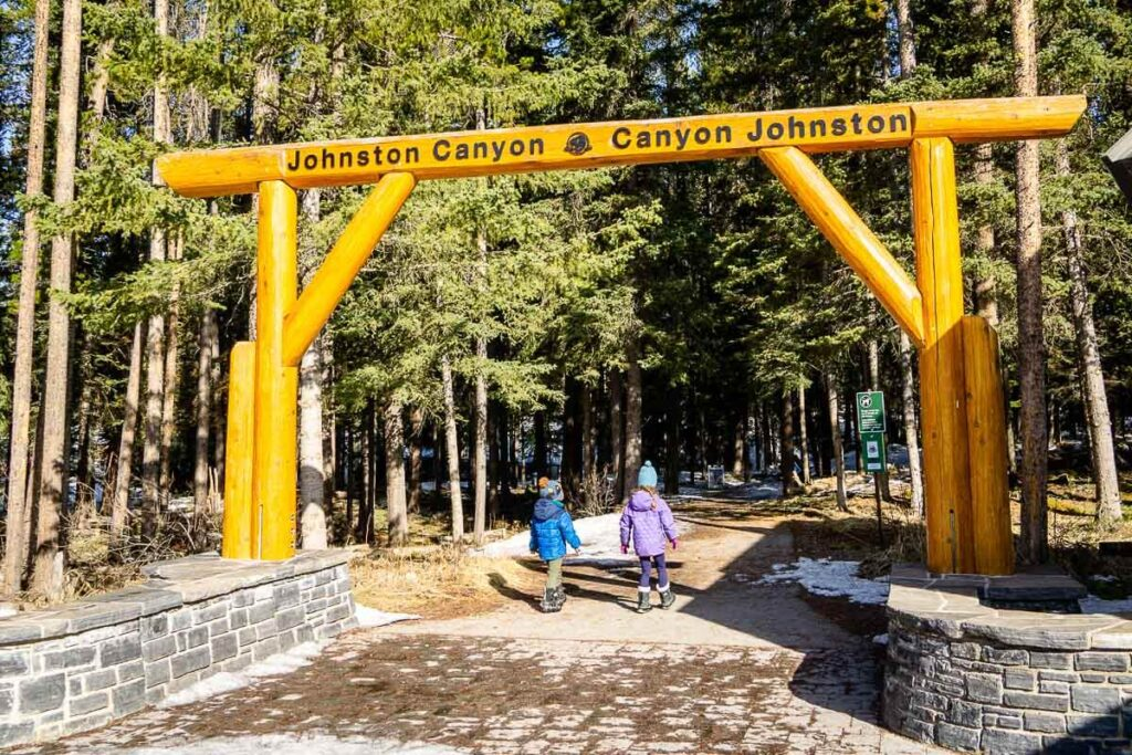 Johnston Canyon Trailhead in Parking lot P1