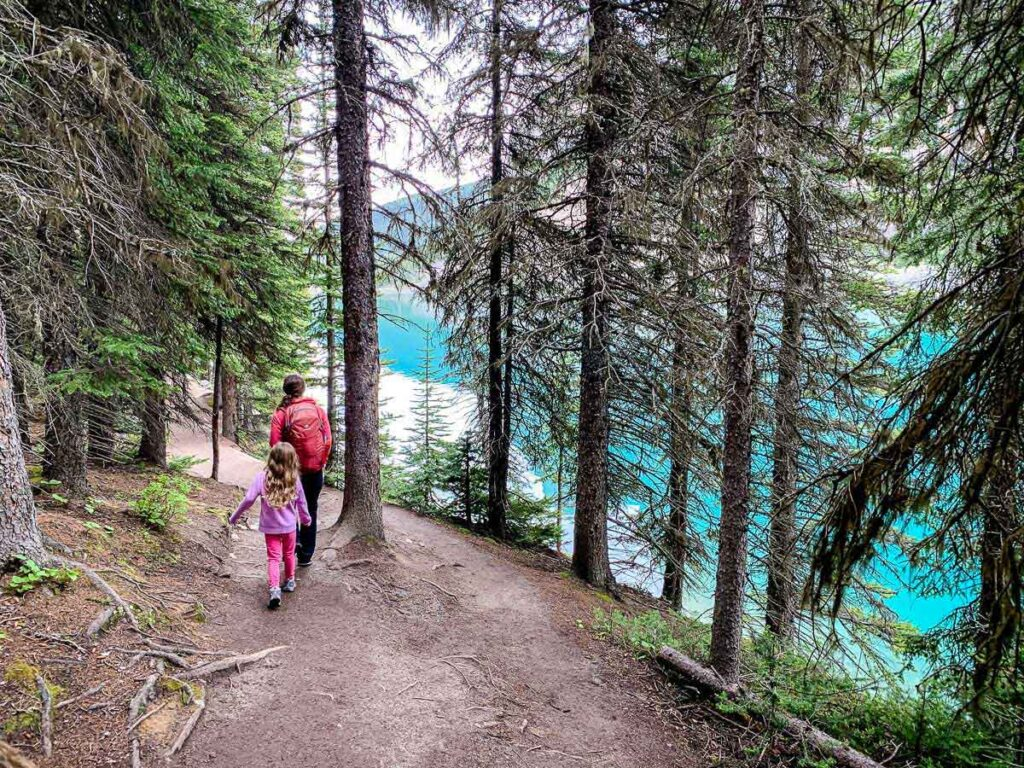 easy hike at Moraine Lake with kids in Banff