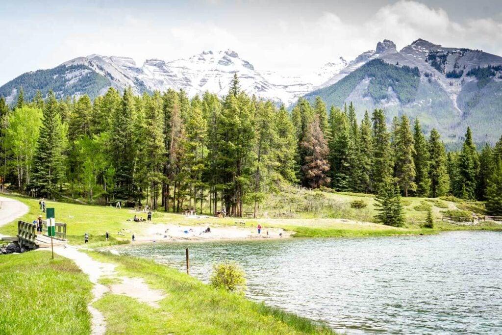 Banff picnic area at Johnson Lake