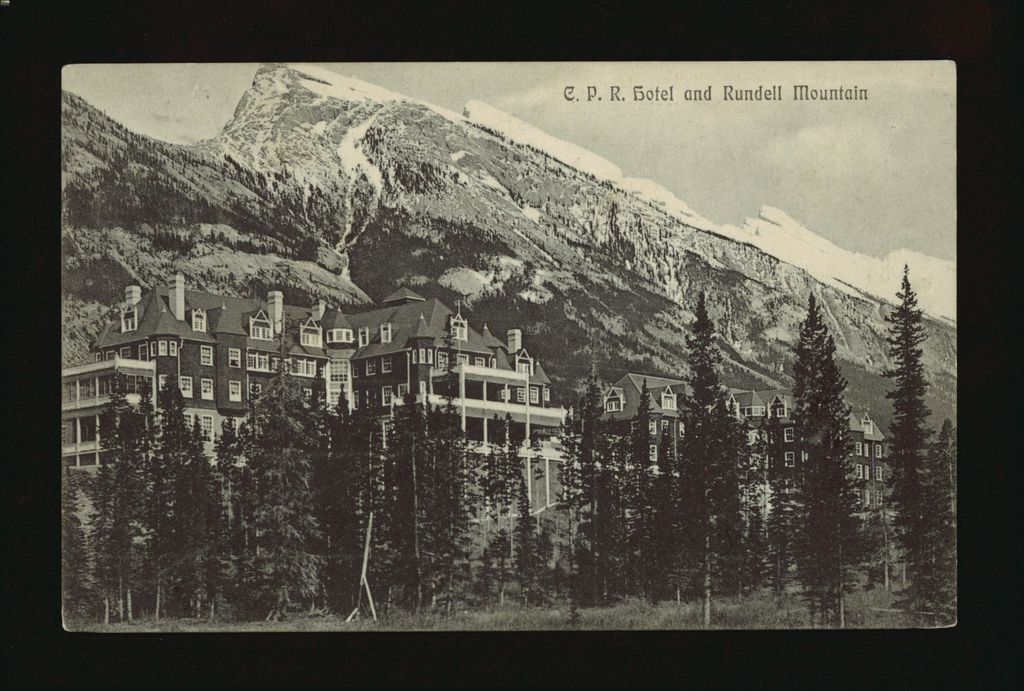 An image of the Banff Springs Hotel in 1910 in front of Mt. Rundle