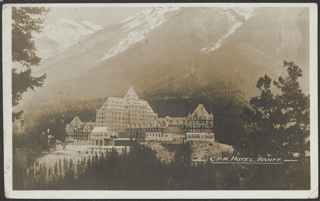 Postcard image of Banff Springs Hotel in Canada - Front (estimated date 1920)