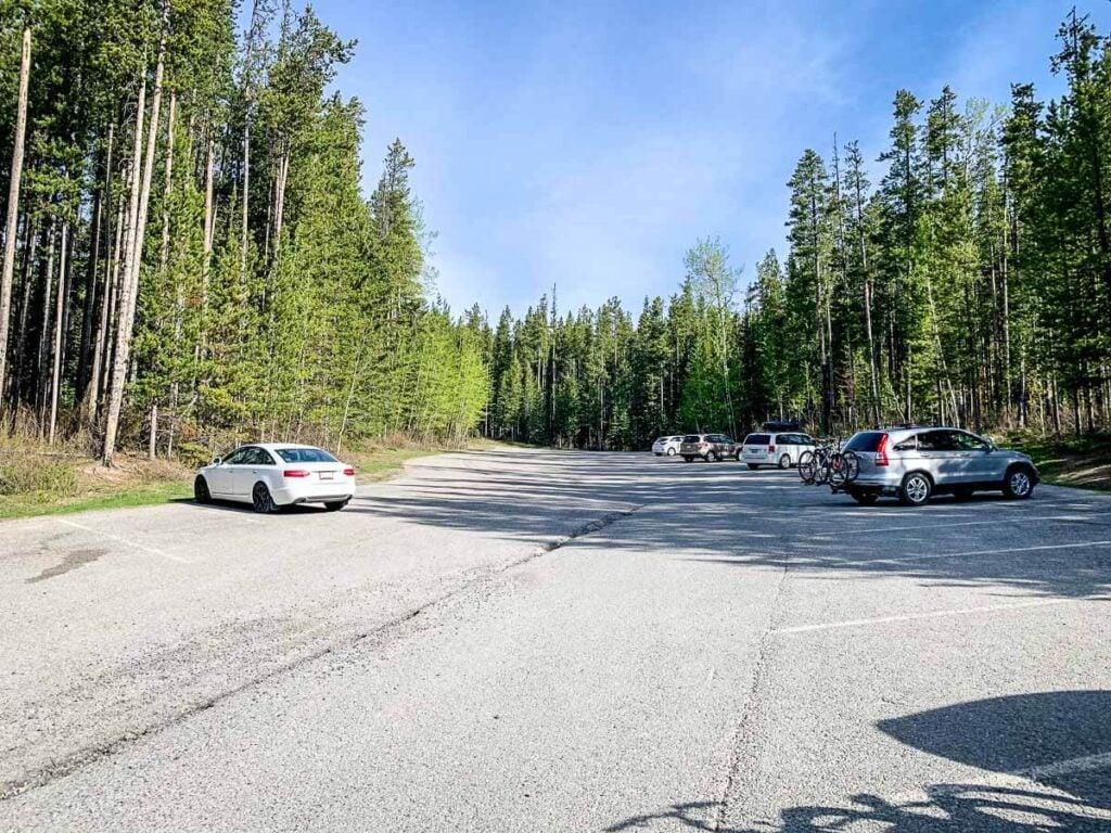 Parking Lake Minnewanka Banff