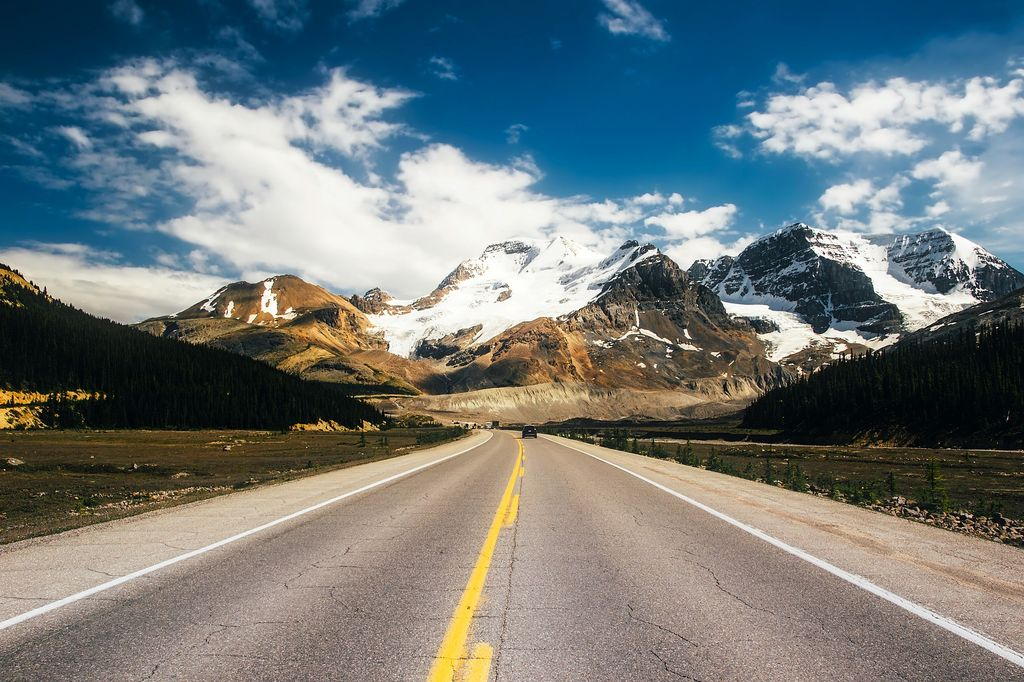 The Icefields Parkway is one of the most scenic roads in the world. Many luxury tours to Banff transit this road between Banff and Jasper National Park