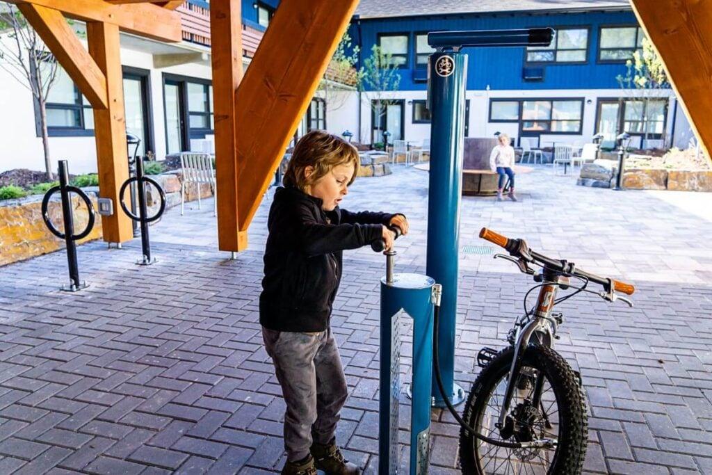 Bike storage and fix it station at Dorothy Motel - accommodations in banff alberta