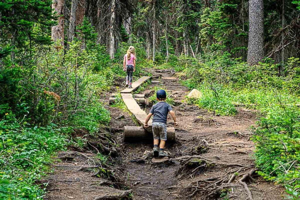 Kids hike along wooden boardwalk on Rawson Lake hike