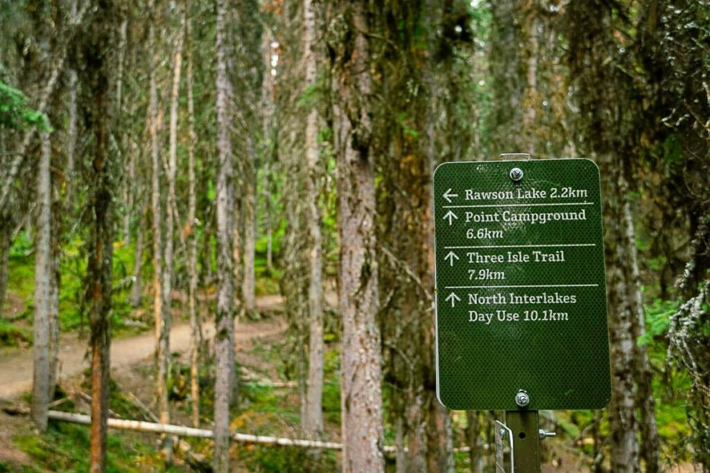 sign for Rawson lake hiking trail