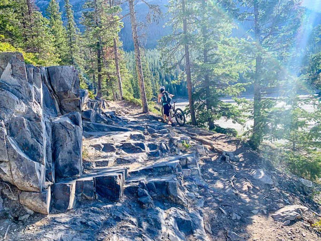 Rocky section on Lake Minnewanka Hikes