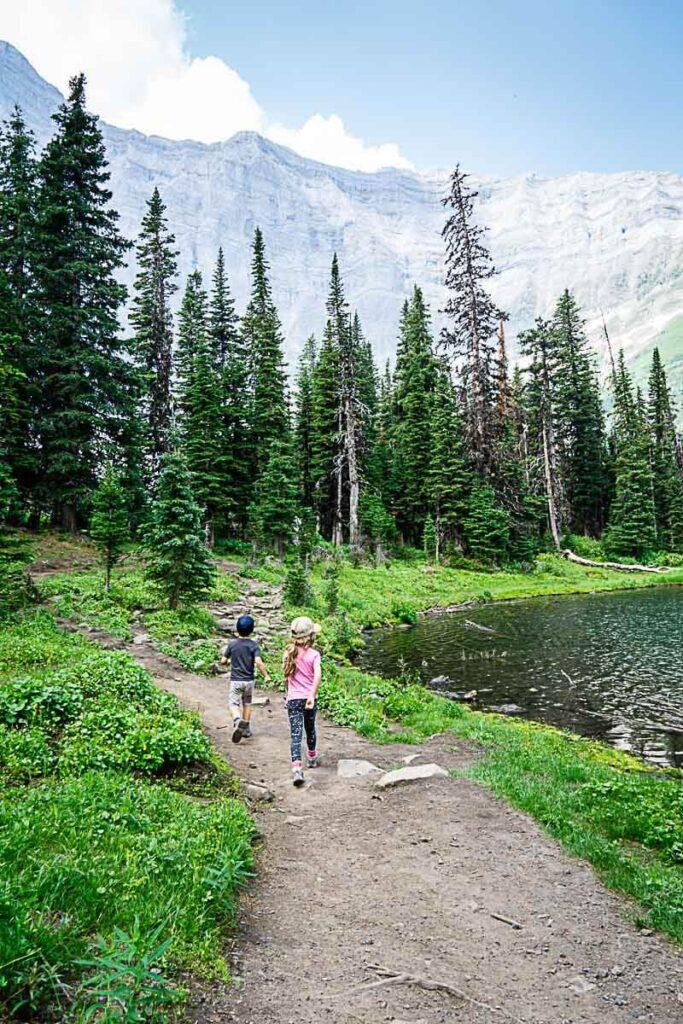kids on Rawson Lake hike