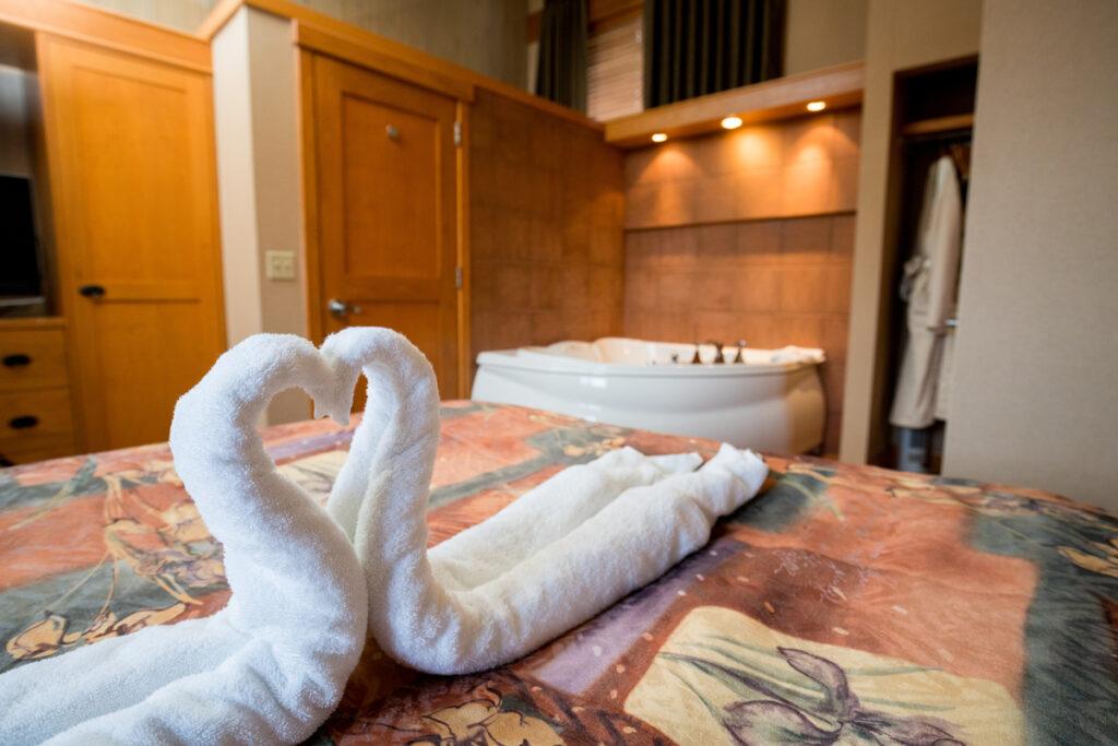jacuzzi suites banff - Hidden Ridge Resort on Tunnel Mountain