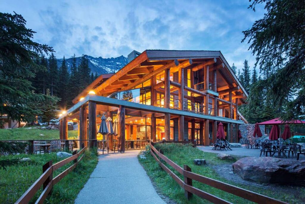 The Moraine Lake Lodge is one of the best hotels near Lake Louise