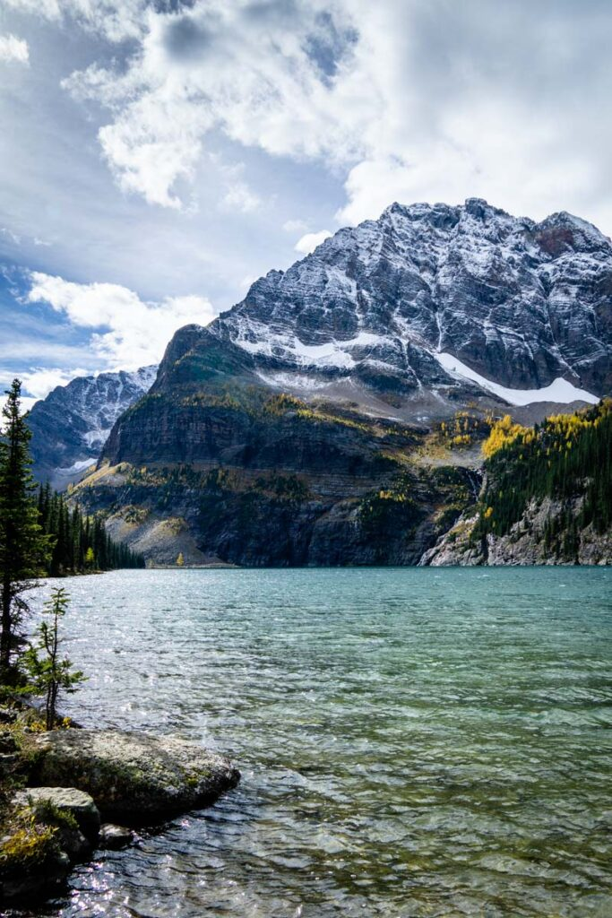 The Twin Lakes hike is beautiful in fall, with a few golden larch trees and a thin blanket of snow on Storm Mountain