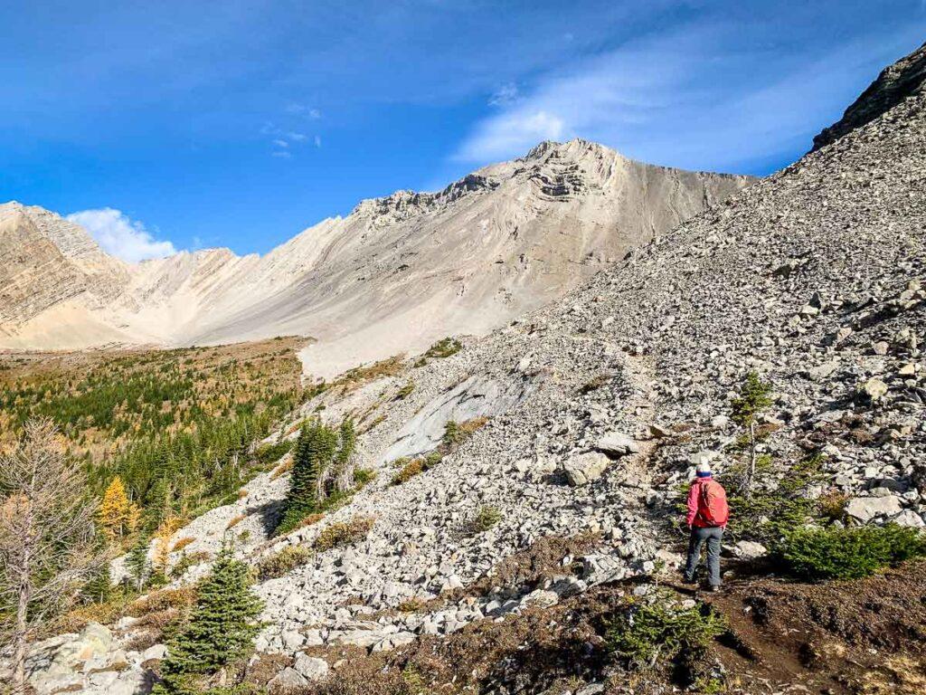 Kananaskis hikes under 5km long - Arethusa Cirque hike