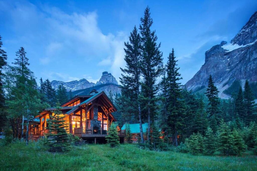 best places to stay near Lake Louise, Alberta